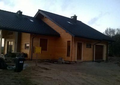 Dom z drewna w okolicach Lubniewic