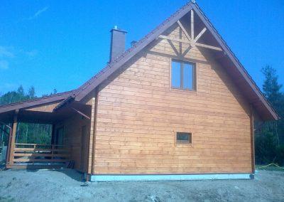 Dom z drewna w okolicach Klępiny